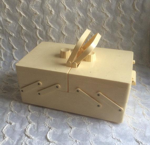 Vintage Traum sewing box storage box art supply box toy box by yosalvovendo