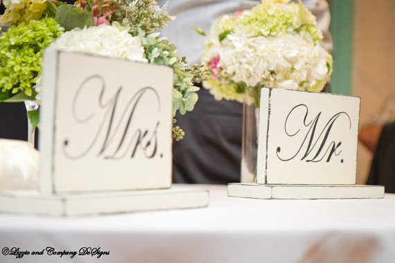 MR AND MRS SiGnS – SweetHeart Table Signs – Classic STyLe WeDDiNG PRoP – SHaBBy AnD PRiMiTiVe – 10 X 6 – Distressed Ivory by lizzieandcompany