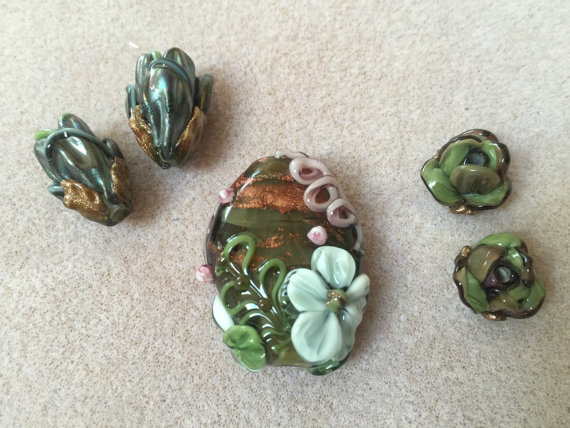 Sage green lentil and 4 buds Lampwork beads from Kyoto Studio by kyotostudio