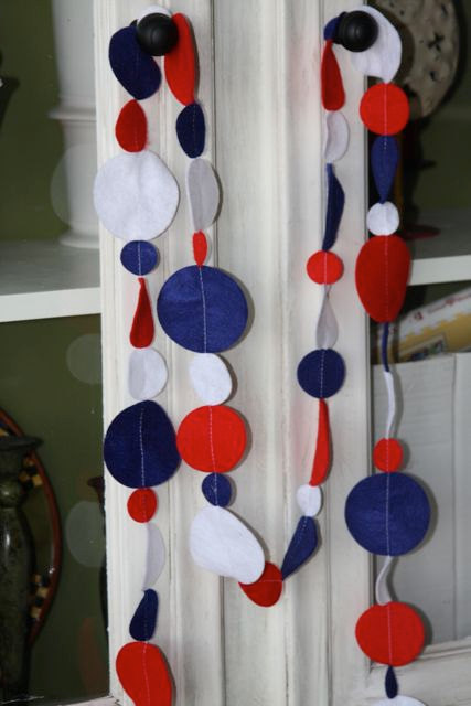 Felt Dot Garland in Red, White and Blue by bugaboo