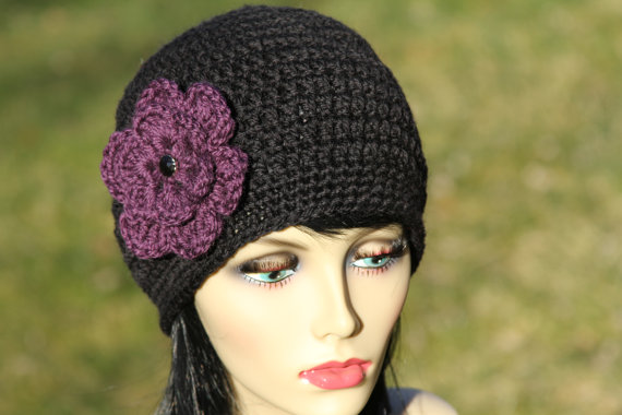 Hand-crochet hat with crochetted flower, 100% LAMB'S WOOL (soft wool), color in black and purple by YingsStudio