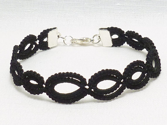 Tatted jewelry Lace Bracelet in your color choice -Graduated Simplicity by SnappyTatter