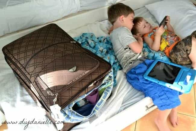 How to sew a custom laundry bag for your suitcase.
