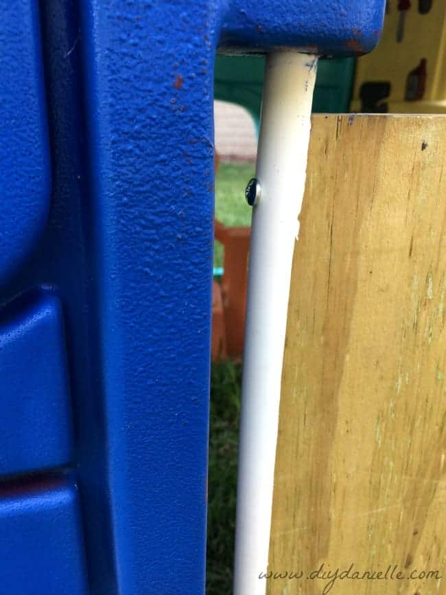 This is how the door attaches to the plastic playhouse.