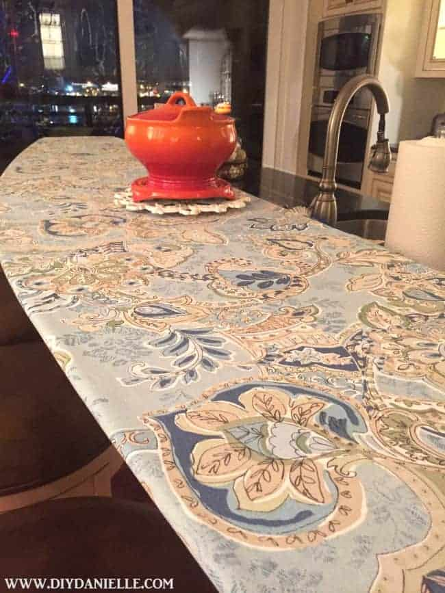 How to sew an easy fitted tablecloth for a bar.