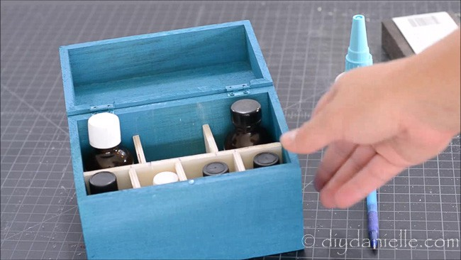 Small divider pieces for the essential oil storage box.