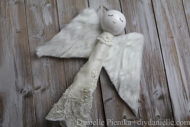 Easy craft to make an angel for a Christmas tree topper.