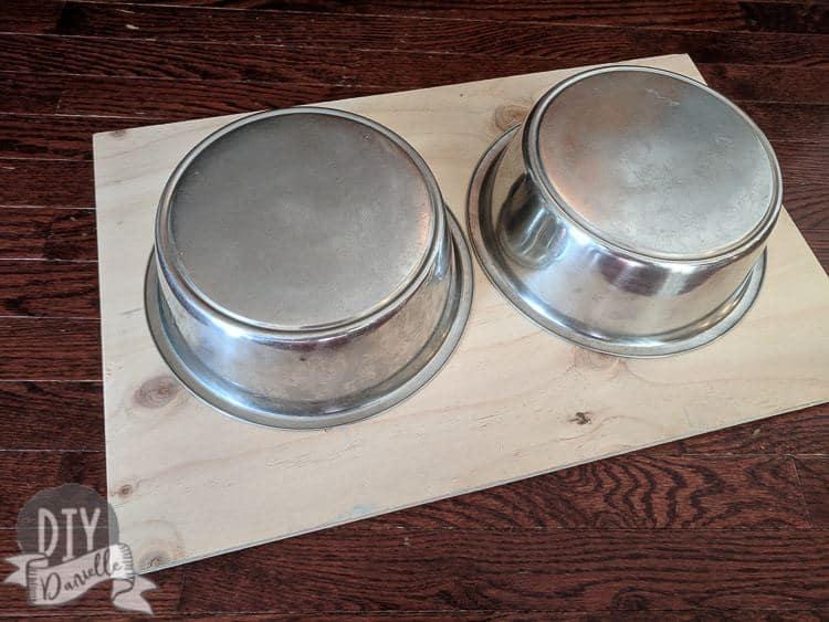 Drawing circles for the dog bowls.