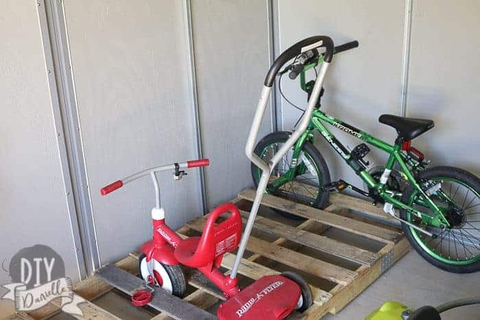 Using a pallet as a bike rack in the kids garage.