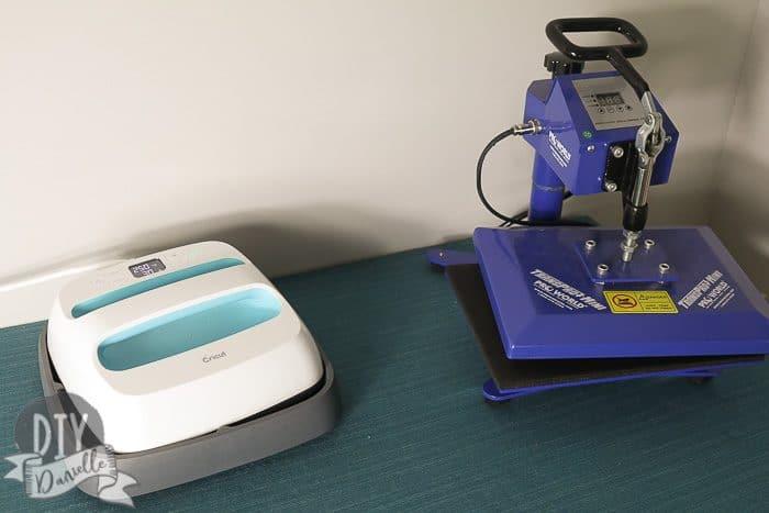 EasyPress (left), Mini heat press (right). Size comparison.