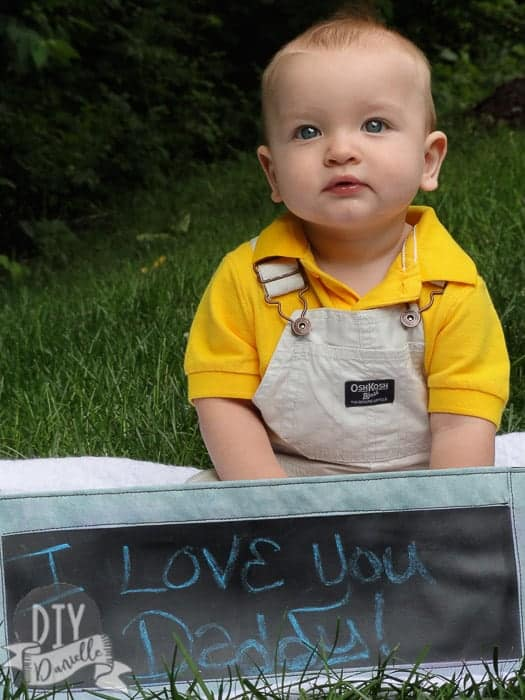 """I love you daddy"" photo: DIY banner and DIY baby photos to give to dad for a Father's Day gift."
