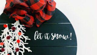 Modern DIY Wooden Christmas Wreath! · design inside the box