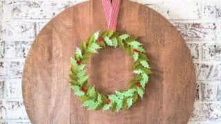 How to make a felt holly leaf wreath using a Cricut