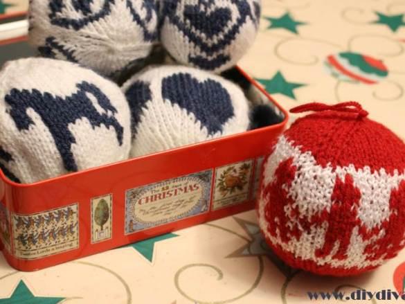 Gebreide kerstballen en een kado voor de herders ???