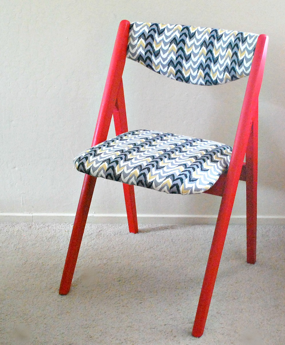 A vintage folding chair makeover with bright paint and fabric - by The Silly Pearl