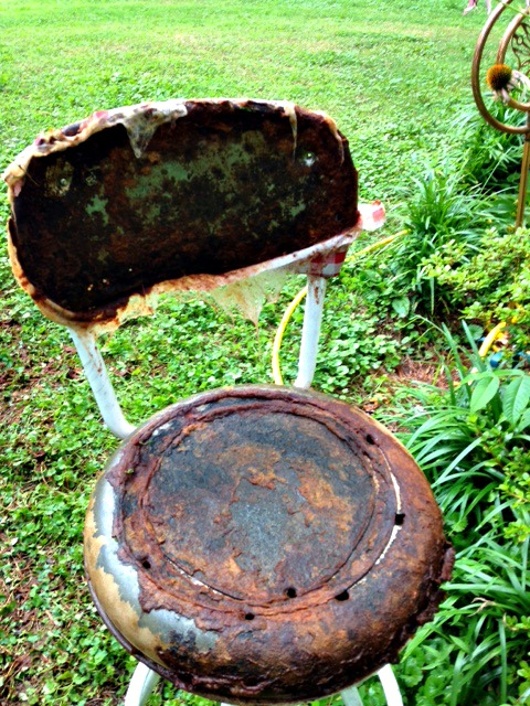 (Before) A rusty bar stool is transformed with burlap fabric - by Garden Chick