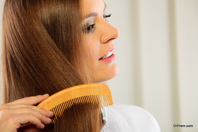 Benefits-of-Using-a-Wooden-Comb