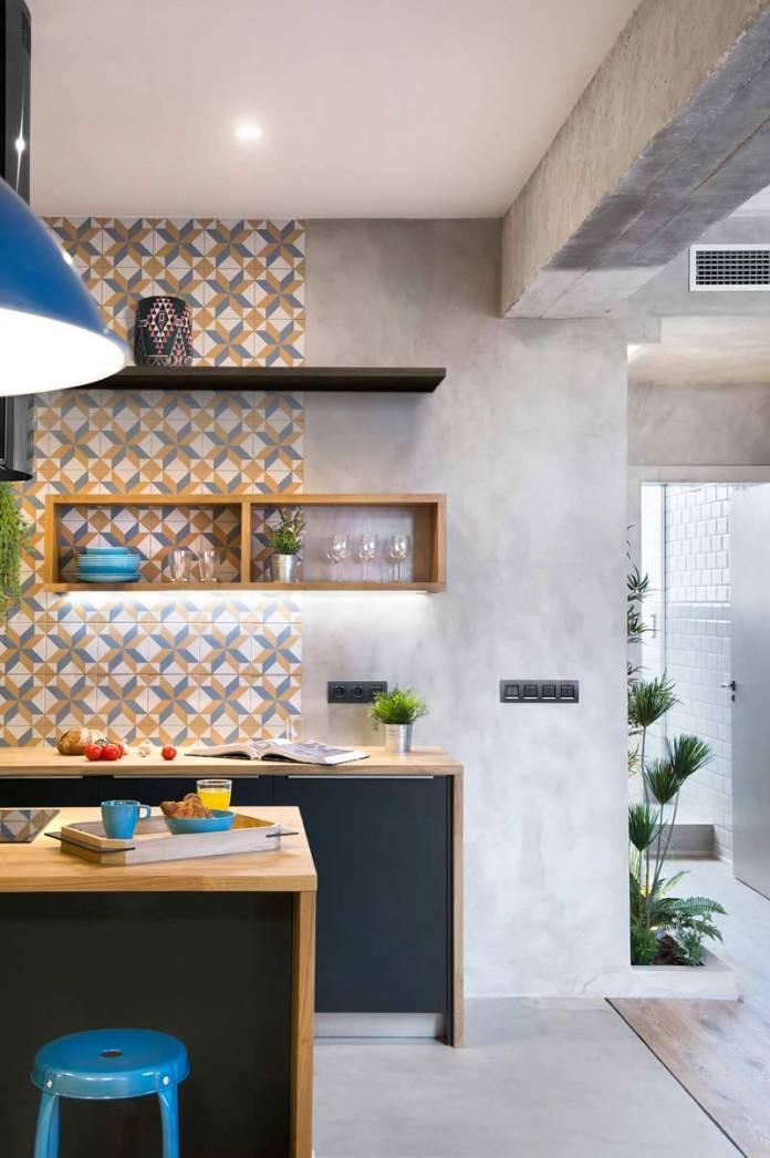 Cozinha moderna com parede de cimento queimado