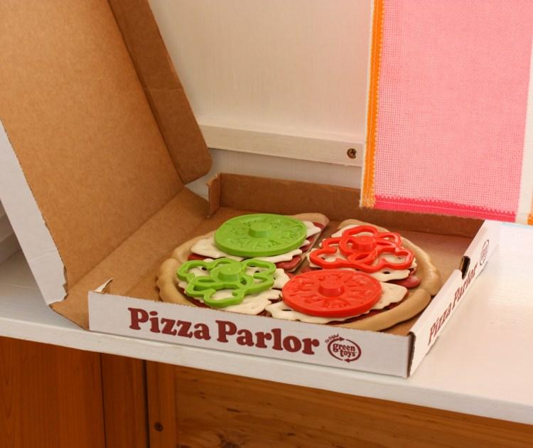 Green toys pizza playset