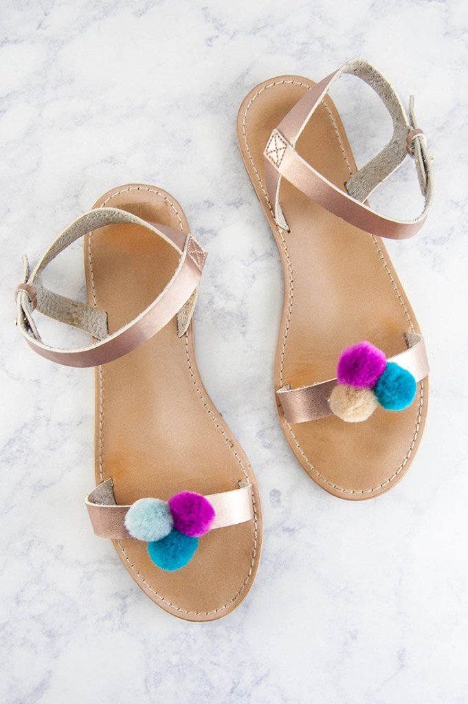 Jump on this fun summer trend and make DIY pompom sandals