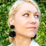 Make your own DIY pompom earrings #DIY #GiftIdea #DIYJewelry