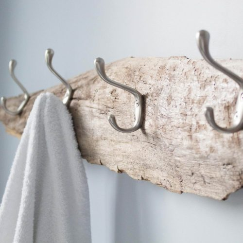 Ideas for ways to use driftwood that works with modern decor. #DIY #driftwood