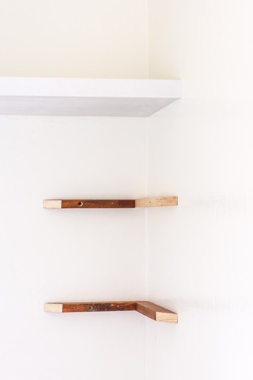Learn how I made my own DIY floating shelves for my breakfast nook #DIY #decor #homedecor