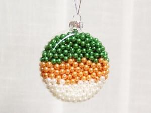 koráliková vianočná guľa