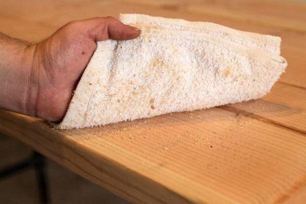 Utilice una mesa para limpiar cualquier aserrín | Tabla de la pierna de la pipa DIY | Planes de banco de trabajo y tutorial de muebles rústicos