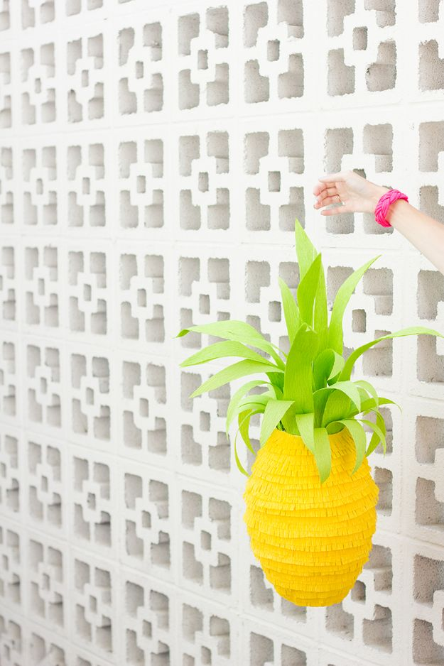 Pineapple Crafts - DIY Pineapple Piñata - Leuke knutselprojecten die coole doe-het-zelf geschenken maken - wanddecor, slaapkamerkunst, sieradenidee
