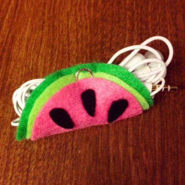 Watermelon Crafts - doe-het-zelf watermeloen-koptelefoonhouder - eenvoudige doe-het-zelf-ideeën met watermeloenen - leuke knutselprojecten die coole doe-het-zelfgeschenken maken - wanddecor, slaapkamerkunst, sieradenidee