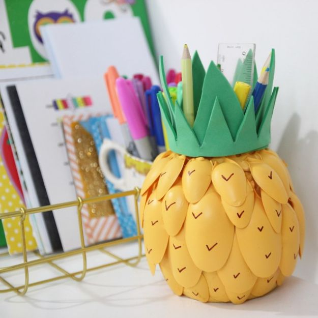 Pineapple Crafts - Pineapple Pen Pot - Cute Craft Projects That Cool DIY Gifts - Wall Decor, Bedroom Art, Jewelry Idea