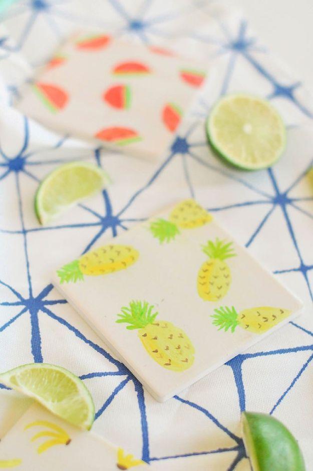 Ananasambachten - Aquarel fruitonderzetters - Leuke ambachtelijke projecten die coole doe-het-zelf geschenken maken - wanddecor, slaapkamerkunst, sieradenidee