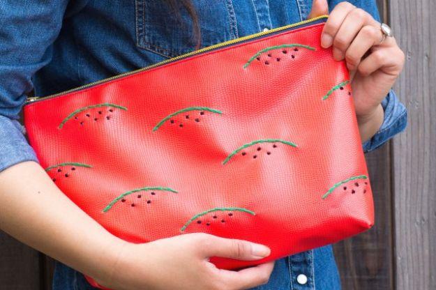 Watermelon Crafts - Watermelon geborduurde koppeling - Easy DIY-ideeën met watermeloenen - Leuke Craft-projecten die coole DIY-geschenken maken - wanddecor, slaapkamerkunst, sieradenidee