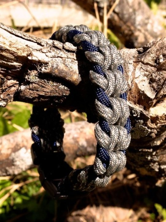 How To Tie Oat Spike Paracord Survival Bracelet | How To Make A Paracord Bracelet