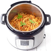 Instant Pot Spaghetti with Meat Sauce Recipe! (5 Ingredients)