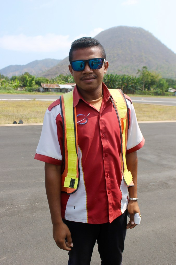Smiles from an Ende Airport worker