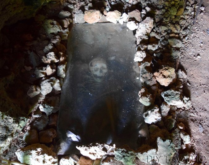 Skeleton in tomb at La Cueva Baracoa