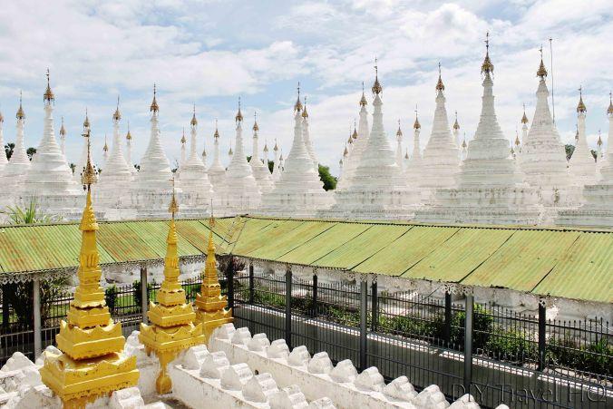 Sandamuni Paya stupas