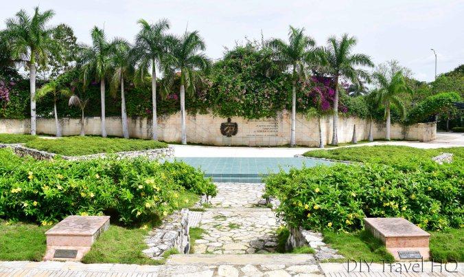 Memorial Garden at Che Guevara monument