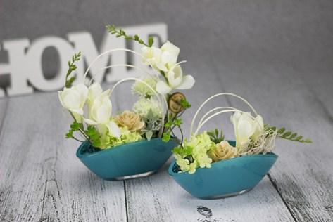 Kvetinová dizajnová dekorácia do bytu v tyrkysovej farbe