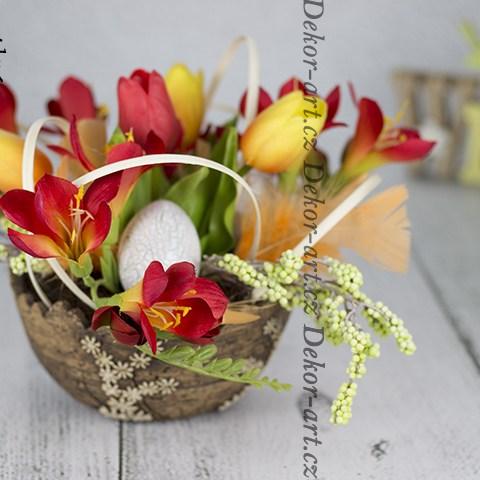 Originálny dizajn jarných kvetov.