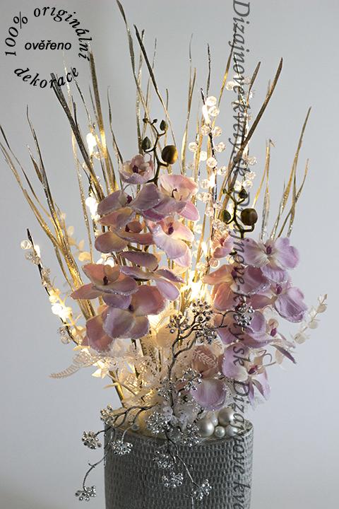 Zimná a vianočná dekorácie v striebornej a lila farbe