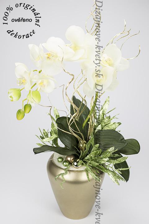Krásna moderná vianočná dekorácie orchidea v zlatej nádobe