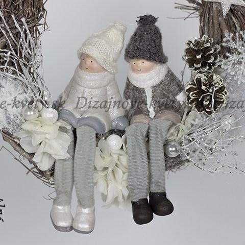 Závesný vianočný veniec na dvere so stuhou