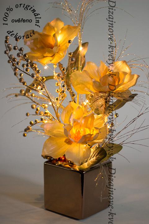 Dizajnová vianočná dekorácie v zlatej farbe