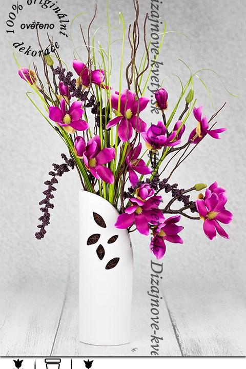 Dizajnová dekoračná váza s mognóliemi