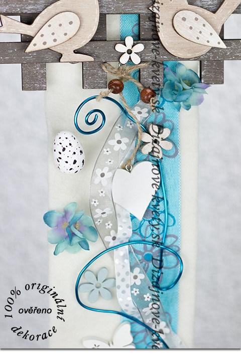 Veľkonočná závesná tyrkysová dekorácia na dvere
