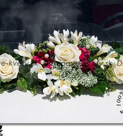 Luxusná kvetinová dekorácia na auto pre neobyčajnú nevestu