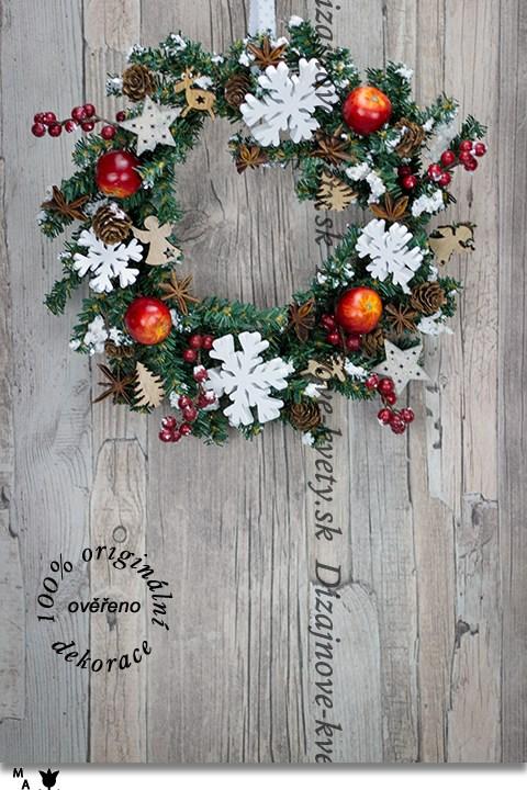 Vianočný závesný veniec na dvere so snehovými vločkami